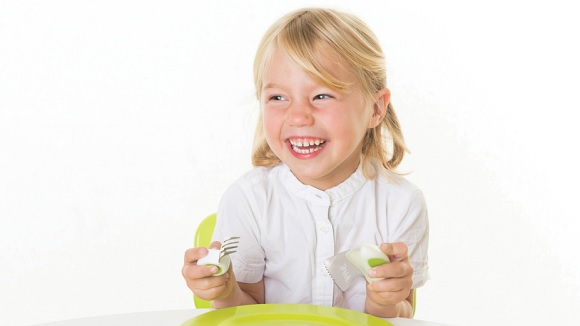 Young girl using Doddl children's cutlery