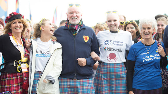 Joanna Lamb, Sir Tom Hunter and other participants of the Edinburgh Kiltwalk